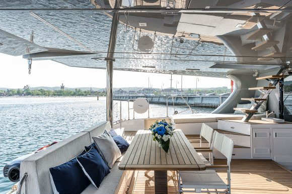 ADEA-flybridge-shaded-seating