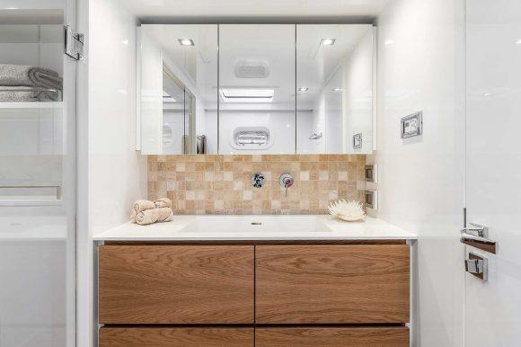 ADEA-masters-cabin-bathroom